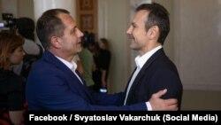Владимир Балух и Святослав Вакарчук в кулуарах Верховной Рады