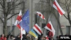Белорусские оппозиционеры отказываются признавать поражение