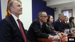 Амбасадорите на ЕУ, Велика Британија, Германија, Италија, САД и Франција.