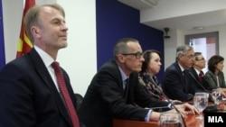 Ali Ahmeti sa ambasadorima SAD, Velike Britanije, Nemačke, Francuske i Italije u Skoplju
