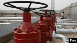 An Iranian oil facility at Azadegan (file photo)