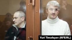 Михаил Ходорковский и Платон Лебедев в Хамовническом суде, 31 марта 2009 года
