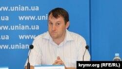 Глава кримського центру «Український дім» Андрій Щекун