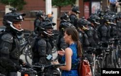 Полицейские в Кливленде перед съездом Республиканской партии