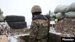 Հայ զինվորը Ադրբեջանի հետ սահմանին մարտական հերթապահության ժամանակ, արխիվ