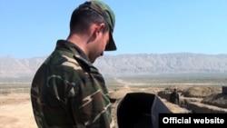 Ադրբեջանցի զինվորը զորավարժությունների ժամանակ, արխիվ