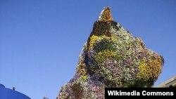 """Bilbaoda 12 metrlik güllərdən """"yonulmuş"""" küçük heykəli. Ceff Kuns. (İspaniya)"""