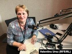 Elena Gidilica în studioul Europei Libere la Chișinău