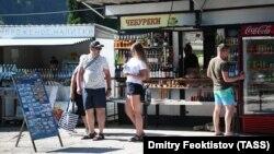 Российские туристы в Абхазии