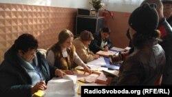 Виборча дільниця у Красноріченській ОТГ Луганської області, 29 жовтня 2017 року
