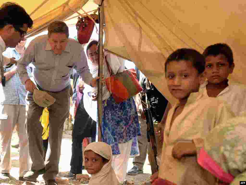 Richard Holbrooke enters a tent to meet a displaced Pakistani family in Mardan on June 4, 2009. The United States was seeking emergency aid to help Pakistanis displaced by a military offensive against the Taliban in the northwest.