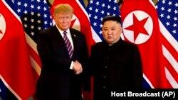 پس از نشست سال گذشته ترامپ و کیم در سنگاپور، دو رهبر در پایتخت ویتنام نیز دیدار کردند که نتیجه مشخصی نداشت.