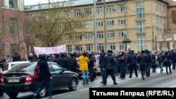 Учасники акції в Красноярську, Росія, 5 травня 2018 року