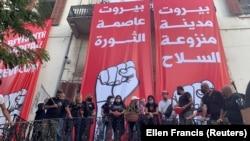 معترضان ساختمان وزارت خارجه لبنان را «مقر انقلاب» نامیدهاند