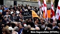 В правящей партии смену социальной составляющей протеста на политическую назвали заказом конкретной силы