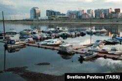 Prelaženje reke Lene kod Jakutska je problem za teretni saobraćaj.