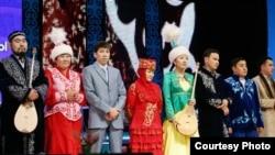 Певцы-импровизаторы, участвовавшие в республиканском айтысе. Астана, 13 декабря 2010 года.