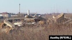 Стрелковая бистәсендә кырымтатарларның җимерелгән йортлары