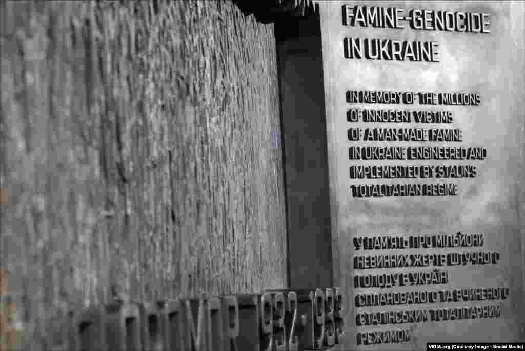 Пам'ятник встановлений неподалік будинку Конгресу, поруч із центральним вокзалом Вашингтона, через який до американської столиці щороку потрапляють мільйони людей. Велика кількість людей отримає нагоду зупинитися біля меморіалу й прочитати, що присвячений він мільйонам українців, замордованих голодом у «цивілізованому» 20-му столітті