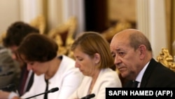 French Foreign Minister Jean-Yves Le Drian (right) and Defense Minister Florence Parly meet with Kurdish officials.