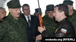 Аляксандар Лукашэнка і Дзьмітрый Мядзьведзеў. Архіўнае фота