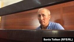 Житель города Актау Абловас Джумаев, обвиняемый в «разжигании розни» и «призывах к насильственному захвату власти», в суде по его делу. Актау, 31 июля 2018 года.