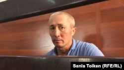 Абловас Жұмаев сот залында отыр. Ақтау, 31 шілде 2018 жыл.