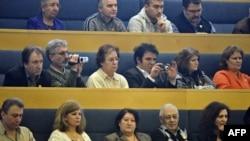 """Коноктор Швеция парламентиндеги """"армян геноциди"""" боюнча өтүп жаткан талкууну тамаша кылып отурушат. 11-март 2010"""