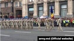 Militari moldoveni la o paradă de Ziua Independenței la Kiev.