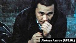 «Шлагбаум» фильмінен көрініс. Актер Еркебұлан Дайыров Рауан рөлінде.