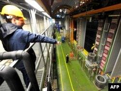 CERN галимнәре нейтрино тизлеген үлчи