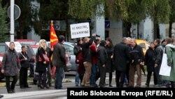 Архивска фотографија- протест на стечајците пред Владата на РМ.