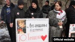 Прибуття представників ОБСЄ до в'язниці супроводжував мітинг під стінами тюрми