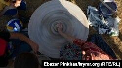 Кава по-кримськотатарськи, гончарне коло і розпис хною: як в Києві пройшов кримський Open Air (фотогалерея)