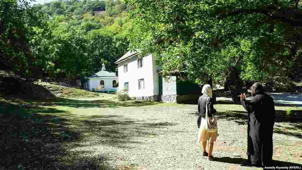 Только спустя почти 70 лет после закрытия большевиками Космо-Дамиановский монастырь был возрожден и зарегистрирован как мужской (до закрытия он был женским)