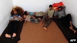 Ираннан куып чыгарылган әфганнар БМОның Һераттагы качаклар өчен һуманитар үзәгендә