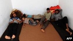 Афганці в центрі Агентства ООН у справах біженців у місті Герат, Афганістан. Вони опинилися там після депортації з Ірану, 22 вересня 2013 року
