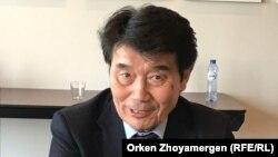 """Бывший премьер-министр Казахстана Акежан Кажегельдин во время форума оппозиции """"Новый Казахстан"""" в Брюсселе, апрель 2018 года."""