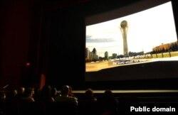 """Во время просмотра фильма """"Диалог через степь"""" в Лос-Анджелесе. 3 августа 2012 года. Фото с Facebook'а."""