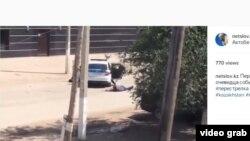 Ақтөбедегі атыс кезінде түсірілген деп сипатталып, әлеуметтік желіде жарияланған видеодан скриншот. 5 маусым 2016 жыл (Көрнекі сурет).