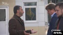 У жовтні 2019 року знімальна група «Схем» зафіксувала, як у робочий час Міка Фаталов прямує до Офісу президента