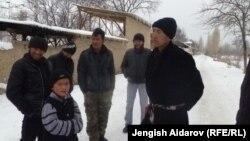 Былтыр жыл башында Баткендин Чарбак айылынын тургундары менен Өзбекстандын Сох анклавындагы Ушар айылынын жашоочуларынын ортосунда чыр чыккан. Сүрөттө чарбак айылы. Январь, 2013-жыл.