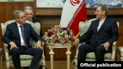 Iran's First Vice President Eshaq Jahangiri (right) met with Armenia's minister for energy infrastructure and natural resources, Ashot Manukian, in Tehran in December 2016.