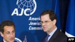 ديويد هاريس، مدير اجرايی کميته يهوديان آمريکا، در کنار نیکلا سارکوزی، رییس جمهوری فرانسه در دسامبر گذشته در واشینگتن.