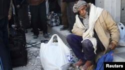 حمص در نخستین روز از مرحله انتقال گروهی از غیرنظامیان و آغاز کمکهای بینالمللی