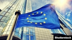 Եվրամիության դրոշը Բրյուսելում Եվրախորհրդարանի շենքի առջև, արխիվ