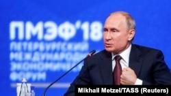 Vladimir Putin 2018 yilda bo'lib o'tgan iqtisodiy forumda chiqish qilgandi