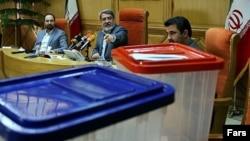 وزیر کشور ایران در وسط تصویر