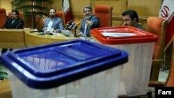 یکی از چند مراسم رونمایی از صندوق رأی شفاف در وزارت کشور ایران در خرداد ۹۴
