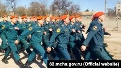 Тренування особового складу кримського МНС для участі в російському «Параді Перемоги», 14 квітня 2018 року